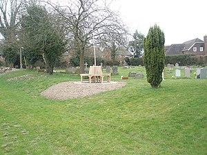 English: Circular seat in Ropley Churchyard It...