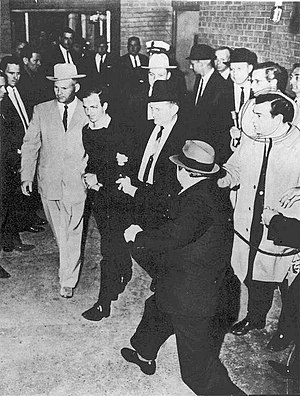 English: Lee Harvey Oswald being shot by Jack ...
