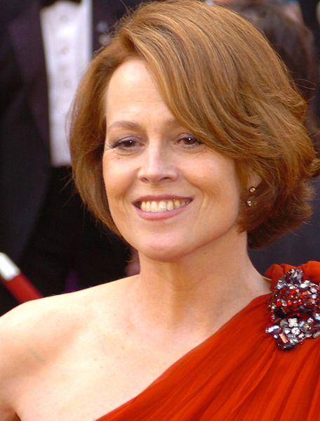 Ficheiro:Sigourney Weaver @ 2010 Academy Awards cropped.jpg