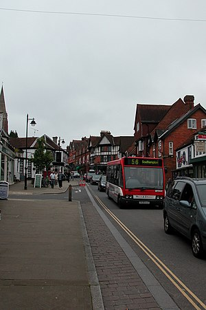 English: Bank Holiday traffic jam in Lyndhurst...
