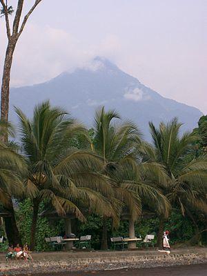 Français : Le Mont Cameroun depuis Limbé