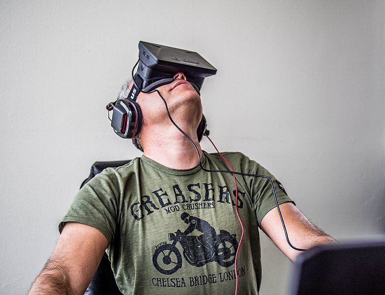 File:Orlovsky and Oculus Rift.jpg