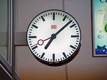 English: A typical Deutsche Bahn railway stati...