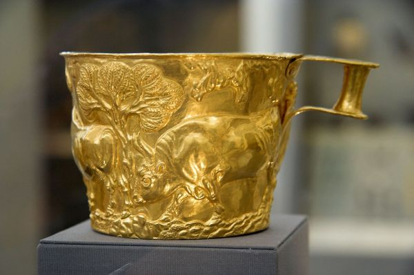 FileGolden cup from Vafio 1500 to 1450 BC NAMA 1759