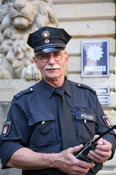 A senior police officer of the Hamburg police ...