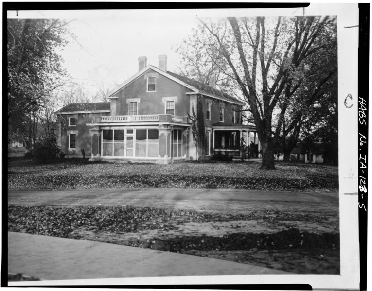 Photocopy of photograph (from Iowa State University Library, Special Collections) Photographer unknown ca. 1911-1926 SOUTH FRONT AND WEST SIDE - Iowa State University, Farm House HABS IOWA,85-AMES,2-5