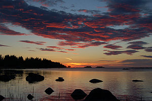 English: Sunset across the Gulf of Bothnia, Ju...