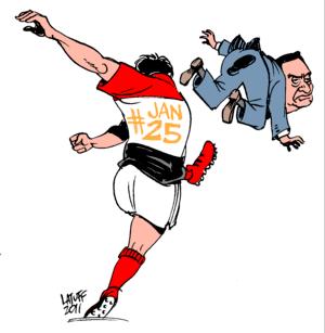 English: A Egyptian football player kicking Ho...