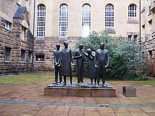 Gedenkstätte Münchner Platz Dresden, Figurengruppe von Arndt Wittig im Innenhof des heutigen Schumannbaus der TU Dresden