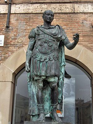 English: Modern bronze statue of Julius Caesar...