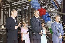 Alexander Lukashenko standing with Vladimir Putin and Leonid Kuchma at Slavianski Bazaar in Vitebsk in 2001