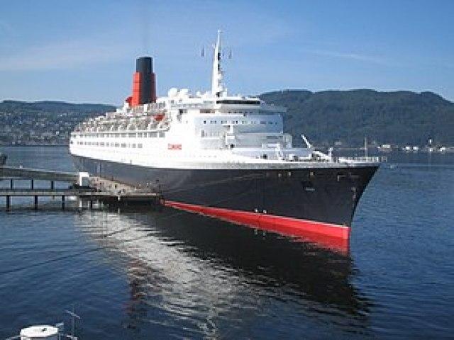 RMS Queen Elizabeth 2 in Trondheim 2008.jpg