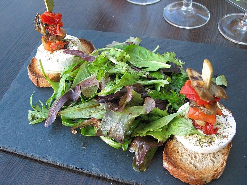 Salade mesclun et chèvre chaud sur toasts sur Wikipédia