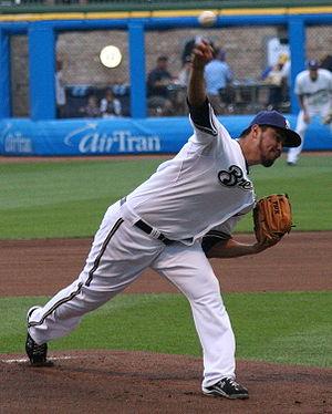 English: Yovani Gallardo pitches a game at Mil...