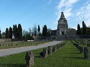 English: Crespi d'Adda - Bergamo - Italy, ceme...