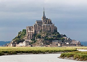 English: Mont St Michel as viewed along the Co...