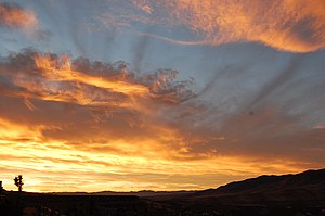English: Photograph of colored clouds at sunri...