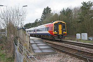 English: Train leaving Grateley Station.