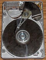 Disco duro Maxtor de 1GB abierto