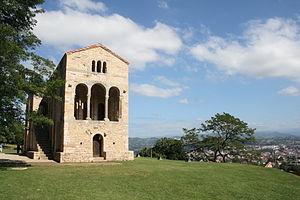 Español: Exterior de Santa María del Naranco (...