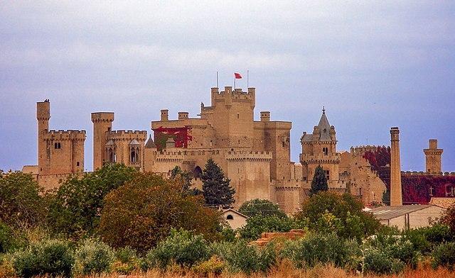 https://i1.wp.com/upload.wikimedia.org/wikipedia/commons/thumb/d/d3/Palacio_de_Olite.JPG/640px-Palacio_de_Olite.JPG
