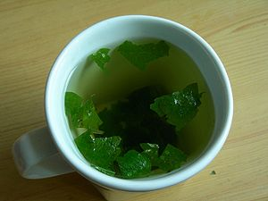 English: Lemon balm herbal tea Polski: Napar z...