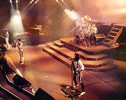 A banda em concerto em Frankfurt, 1984