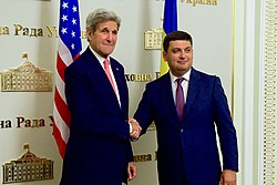 Ukrainian Prime Minister Volodymyr Groysman shakes hands with U.S. Secretary of State John Kerry at the Verkhovna Rada in Kyiv, 7 July 2016