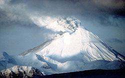Vulcão Kanaga no Alaska, em 27 de Janeiro de 1994
