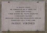 Il luogo in cui ebbero inizio le Pasque Veronesi e la lapide che celebra l'episodio.