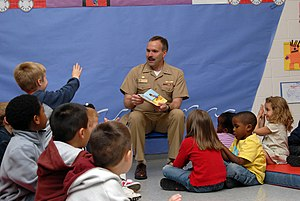 English: NORFOLK, Va. (April 26, 2007) - Capt....