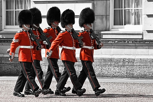 Changing the guard - Buckingham Palace (4745275233)