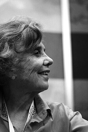 English: Elena Poniatowska Español: Elena Poni...