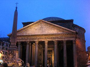 Il Pantheon di sera