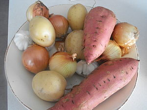 English: Potatoes, sweet potatoes, onions and ...