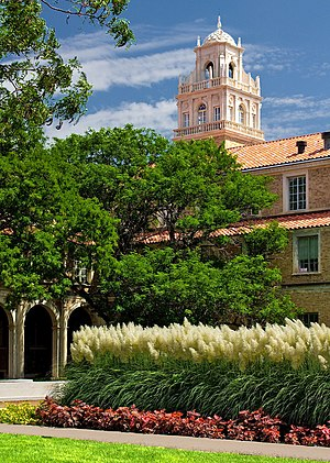 English: Administration building at Texas Tech...