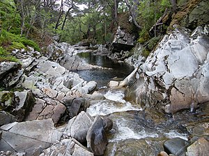 English: Water smoothed rocks
