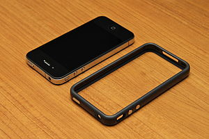 English: The iPhone 4 Bumper with a iPhone 4 (...