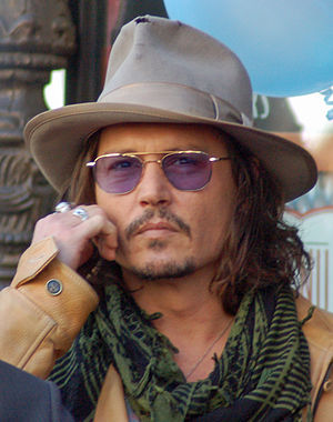 Johnny Depp at a ceremony for Penélope Cruz to...