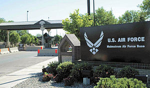 English: Photo of main gate at Malmstrom Air F...
