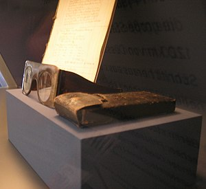 Moses Mendelssohn's glasses shown in the Jewis...