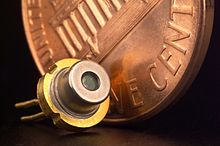 https://i1.wp.com/upload.wikimedia.org/wikipedia/commons/thumb/d/d9/Diode_laser.jpg/220px-Diode_laser.jpg