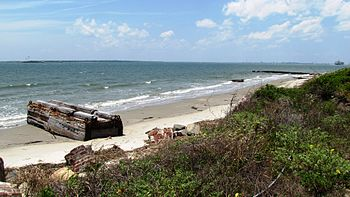 English: Beach at Sullivan's Island in Charles...