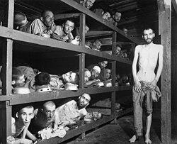 Campo de concentração de Buchenwald. Fotografia tirada no dia da libertação do campo pelas tropas aliadas em Abril de 1945.
