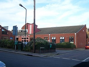 English: Strood Library On junction of (32) Br...