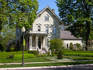 English: Victorian house in historic district ...