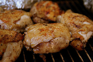 English: We grilled chicken thighs, corn on th...