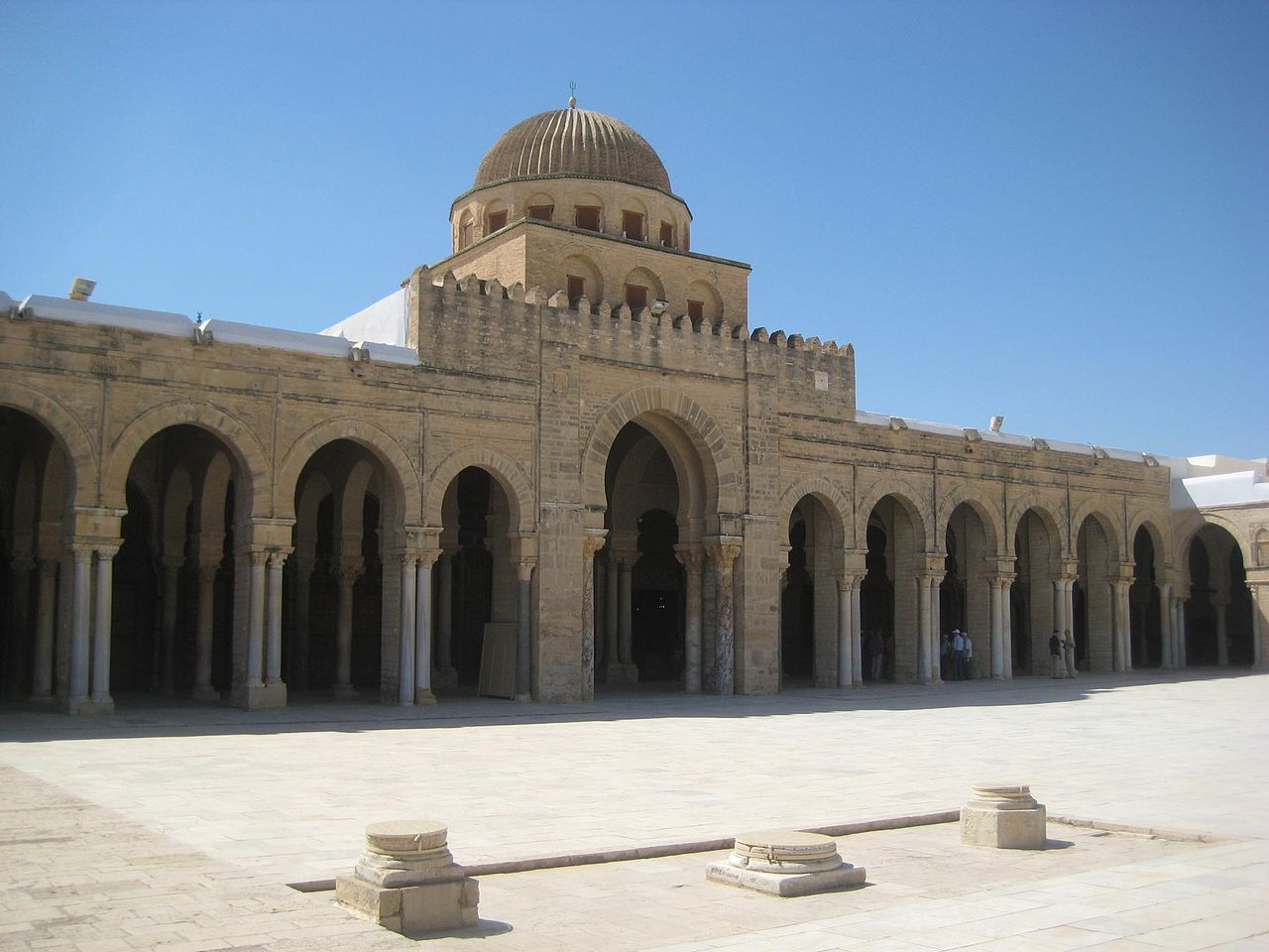 File Mosque Of Oqba Courtyard Kairouan Jpg Wikimedia