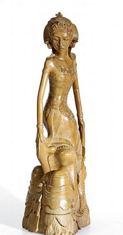 COLLECTIE TROPENMUSEUM Houten beeld van Kala R...