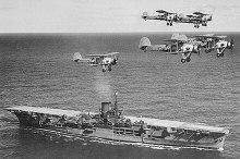 Uçak gemisi Ark Royal üzerinde uçan Swordfish uçakları